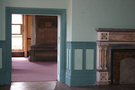 04_upstairs_room